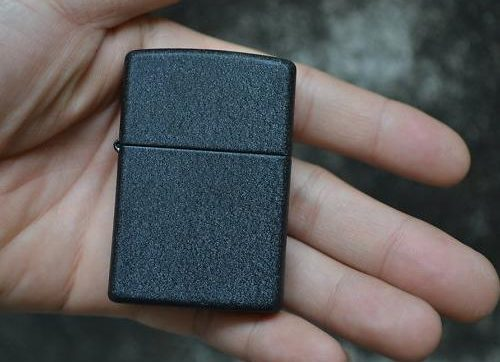 zippo-black-crackle-2